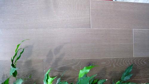 chêne MASSIF FUME brossé huilé GRIS 160x20 + - Prix-parquet.com