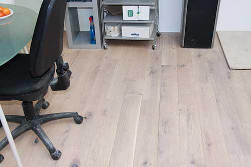 Lots fin de série - Chêne massif antique huilé blanc new andes 175x22mm lot de 10 m²<br />