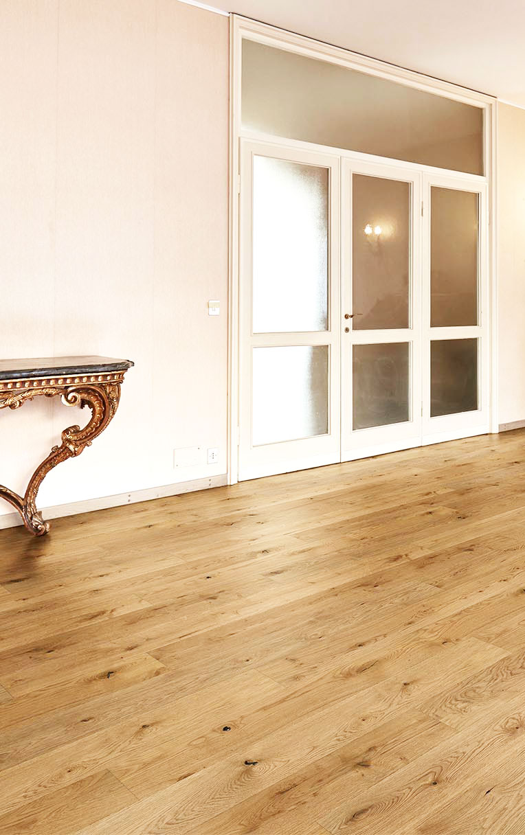 CHENE MASSIF VERNI BROSSE RUSTIQUE NATUREL 120x14mm LV - Certifié FSC 100 % - Prix-parquet.com