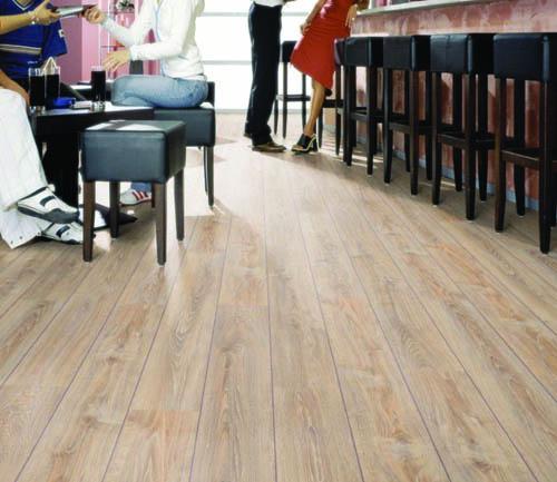 PARQUET SOL STRATIFIE DECOART - CHENE BLANCHI A LA CHAUX – GAMME SEVILLE – 1380mmX193mmX8mm - Certifié FSC Mix Credit