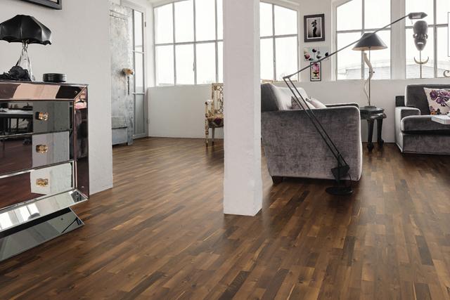 Parquet pour votre chambre ou séjour en bois, massif, contrecollé flottant ou stratifié en Robinier - Robinier verni permadur ambre contrecolle a l'anglaise favorit- serie 4000-certifié pefc 70%