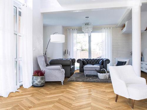 Plancher Massif pointe de hongrie en chêne posé dans un appartement dans la capital dans le 7eme arrondissement