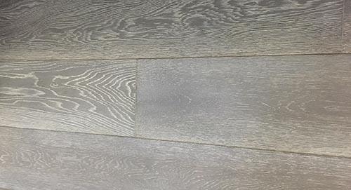 Parquet massif chêne huilé - Chêne massif huilé bord vieilli a la main gris bleuté cérusé blanc 180x20<br />