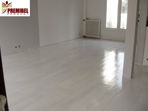 Parquet flottant blanc brillant resine de protection for Carrelage blanc brillant sol