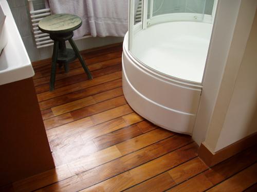 Parquet teck flottant teck exterieur plancher teck paris pont de bateau salle de bain - Sol stratifie pour salle de bain ...